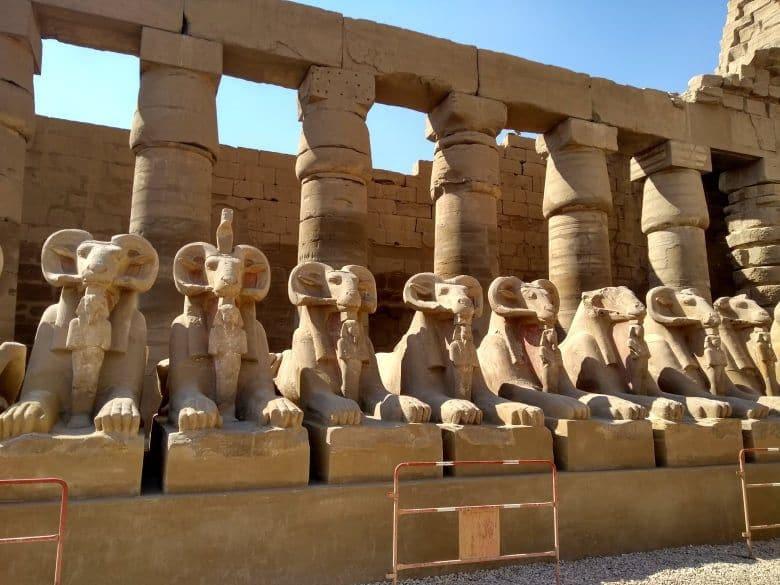 strazcovia v Karnaku